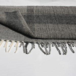 grå pläd 2