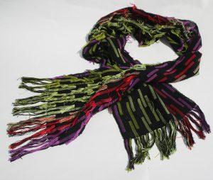 grön röd fransig sjal