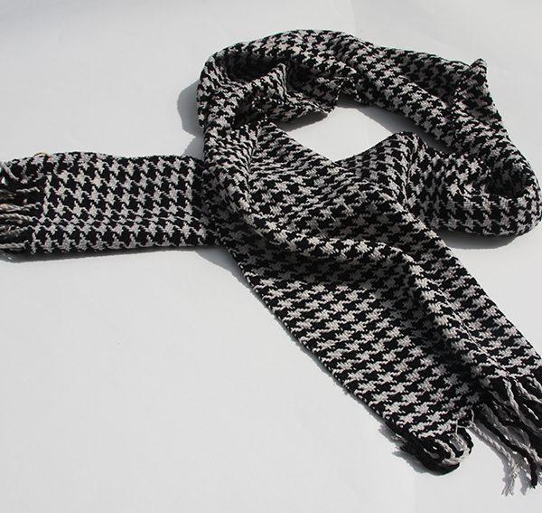 hundtandmönstrad sjal