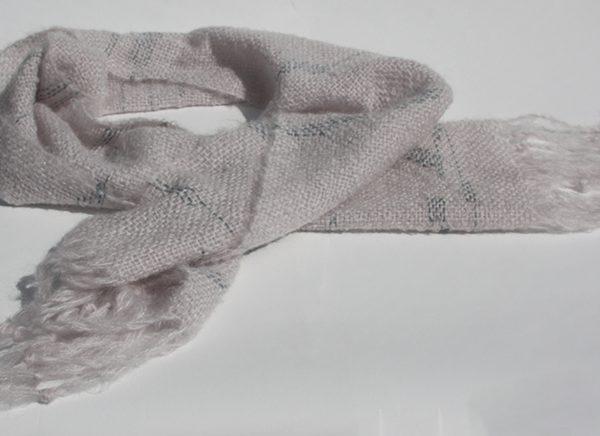 smutsvit fluffig sjal