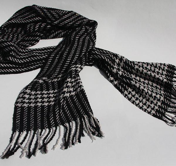 svart vit sjal